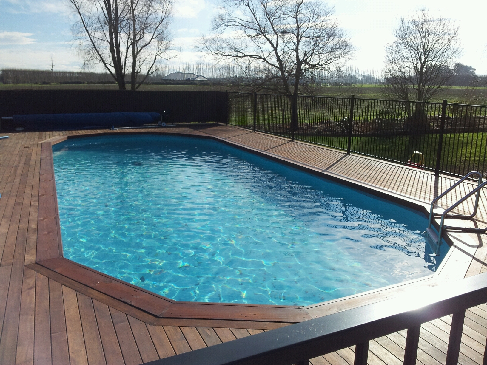 Swimming pools pool land supplier of spa pools for Deep swimming pools for garden